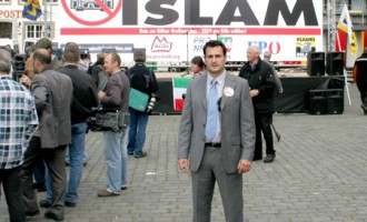 Los musulmanes deben regresar a sus países<br><span style='color:#006EAF;font-size:12px;'>MANUEL CANDUELA</span>