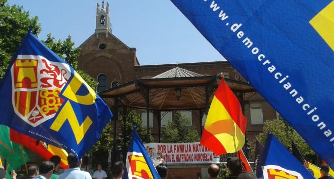 DN emprende acciones contra el lobby Gay.<br><span style='color:#006EAF;font-size:12px;'>Democracia Nacional ha emprendido esta semana acciones en  ayuntamientos de toda España.</span>