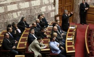 Nikolaos Michaloliakos rechaza participar en una reunión con el resto de líderes políticos griegos.