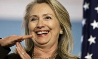 Hillary Clinton delata la agenda oculta del nuevo orden mundial<br><span style='color:#006EAF;font-size:12px;'>Un incómodo manto de silencio se ha extendido sobre las sorprendentes palabras de Hillary Clinton. Quizá la dama ha hablado más de lo conveniente.</span>