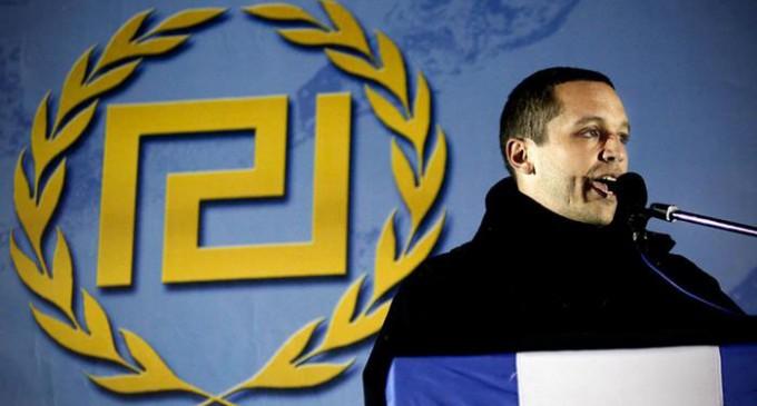 Comunicado de Amanecer Dorado sobre el referéndum griego<br><span style='color:#006EAF;font-size:12px;'>Intervención de Kasidiaris tras su liberación.</span>