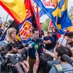 Los lideres de los distintos grupos de la coalición atienden a los medios que pese al asedio , apenas han ofrecido imágenes o declaraciones