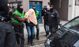 Macro operación policial en centros de refugiados<br><span style='color:#006EAF;font-size:12px;'>Tensa madrugada en Alemania</span>