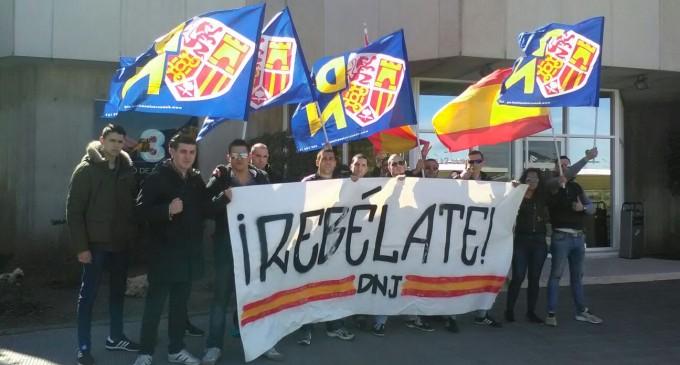 Acción relámpago frente a TV3.<br><span style='color:#006EAF;font-size:12px;'>Protesta contra el separatismo en Barcelona.</span>