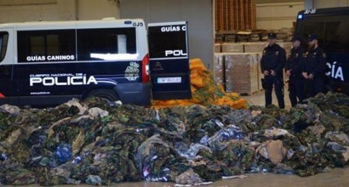 Una operación policial evidencia las conexiones de Arabia Saudí, la OTAN y Turquía con el ISIS<br><span style='color:#006EAF;font-size:12px;'>Incautan 20.000 uniformes en el puerto de Valencia destinados al Estado Islámico</span>
