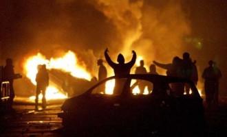 Inmigrantes protagonizan disturbios en París<br><span style='color:#006EAF;font-size:12px;'>EL FRACASO DEL MULTICULTURALISMO</span>