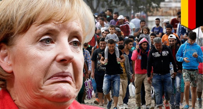 Merkel pedirá a los ejecutivos de grandes empresas que contraten refugiados<br><span style='color:#006EAF;font-size:12px;'>INVASIÓN MUSULMANA DE EUROPA</span>