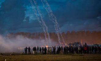 Disturbios en el desmantelamiento del campamento de refugiados en Calais<br><span style='color:#006EAF;font-size:12px;'>STOP ISLAMIZACIÓN DE EUROPA</span>