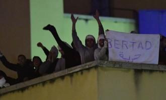 Motín en el CIE de Aluche, Madrid.<br><span style='color:#006EAF;font-size:12px;'>40 Argelinos se amotinan en un centro de internamiento de Madrid.</span>