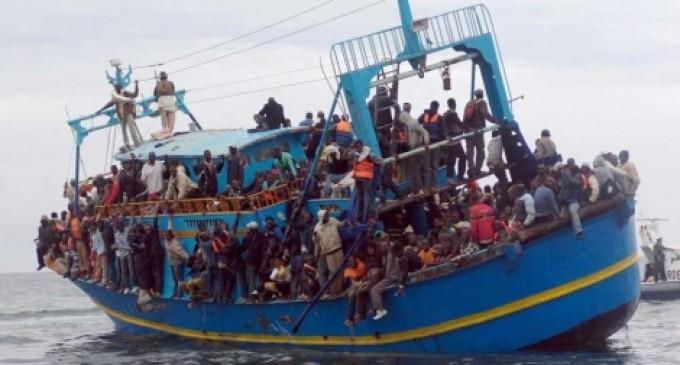 Las ONGs están metiendo inmigrantes ilegales en Europa a escala industrial<br><span style='color:#006EAF;font-size:12px;'>INVASIÓN DE EUROPA</span>