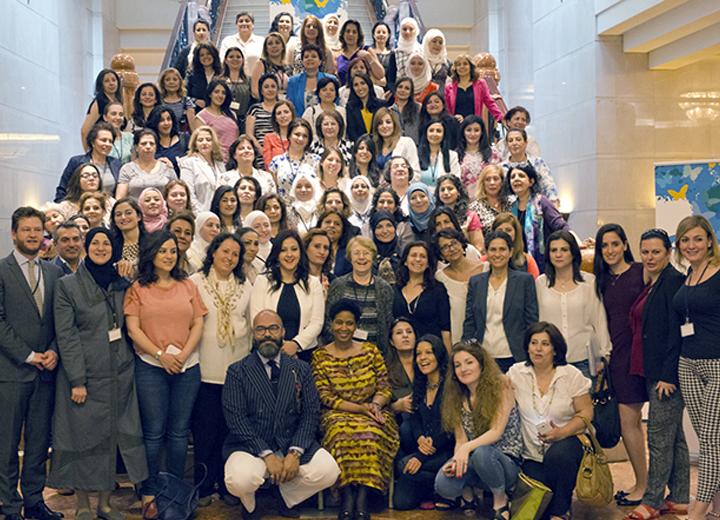 mujeres sirias forjan un acuerdo por la paz