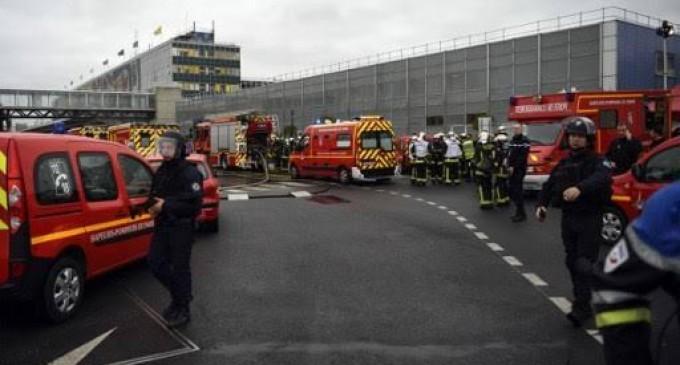 Abatido terrorista que protagonizó tiroteo en el aeropuerto de París<br><span style='color:#006EAF;font-size:12px;'>STOP ISLAMIZACIÓN DE EUROPA</span>