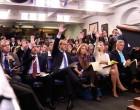 Riña entre periodistas en la Sala de Prensa de la Casa Blanca<br><span style='color:#006EAF;font-size:12px;'>Histeria en los grandes medios de comunicación por haber perdido su monopolio</span>