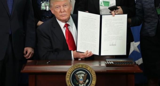 La Mayoría de norteamericanos apoyan las políticas de inmigración de Trump<br><span style='color:#006EAF;font-size:12px;'>Pese a las constantes mentiras de los medios españoles</span>