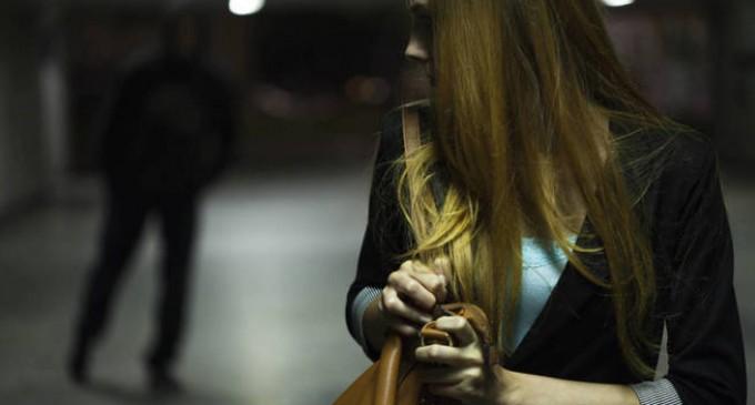 La policía evita una violación en un barrio de Zaragoza<br><span style='color:#006EAF;font-size:12px;'>El agresor, un inmigrante fichado que portaba droga en el momento de la detención.</span>