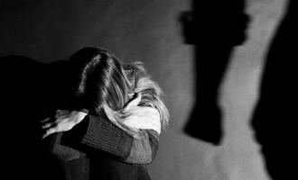 Refugiado afgano se cuela en la habitación de un hospital y viola a una chica de 15 años.<br><span style='color:#006EAF;font-size:12px;'>Rapefugees</span>