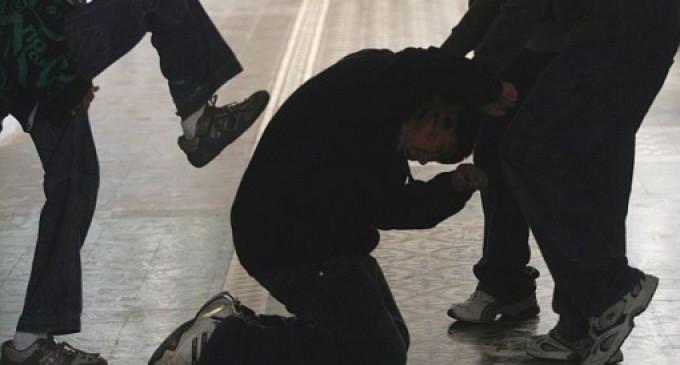 Un joven zaragozano en coma tras recibir una brutal paliza de dos magrebíes.<br><span style='color:#006EAF;font-size:12px;'>Violencia inmigrante.</span>
