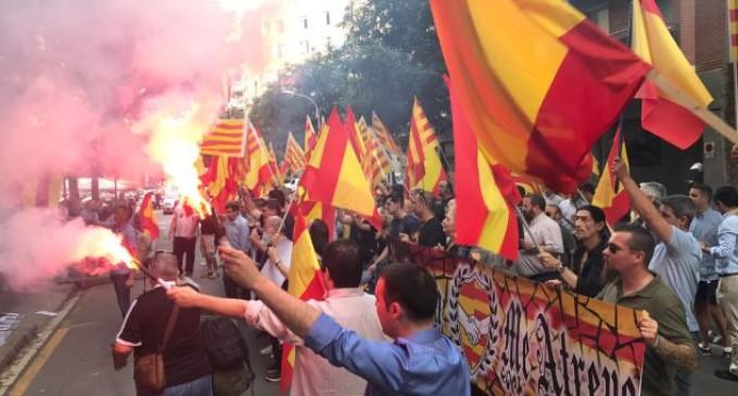 Vídeo concentración ante la sede de ERC<br><span style='color:#006EAF;font-size:12px;'> Por España me Atrevo: Esquerra Republicana Vergüenza Catalana</span>