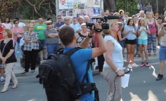 Sant Feliu ¿Qué quieren los vecinos?<br><span style='color:#006EAF;font-size:12px;'>Protesta vecinal frente a la Mezquita</span>