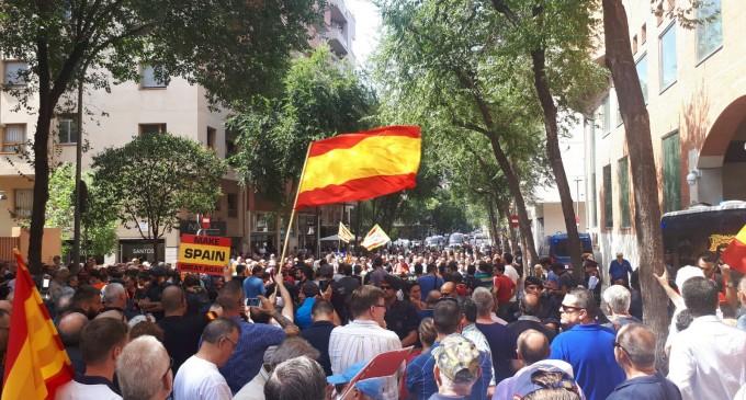 DN Barcelona asiste a la contramanifestación a la CUP<br><span style='color:#006EAF;font-size:12px;'>Cataluña es España</span>