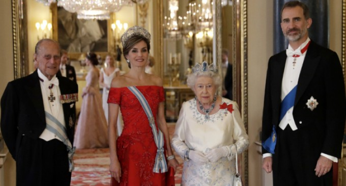 ¿En qué orden masónica ha sido iniciado Felipe de Borbón en Inglaterra?<br><span style='color:#006EAF;font-size:12px;'>EL RÉGIMEN-78 CONTRA ESPAÑA</span>