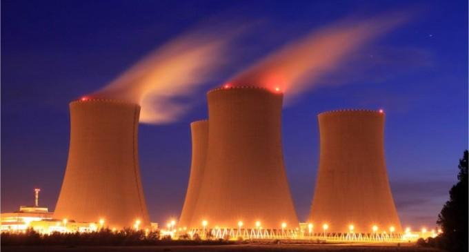 El cierre de las centrales nucleares  en España dispararía la factura de la luz un 25%.