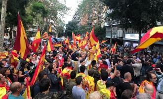 Exitosa concentración ante la sede de la ANC al grito de &#8220;Cataluña es España&#8221;<br><span style='color:#006EAF;font-size:12px;'>CATALANIDAD ES HISPANIDAD </span>