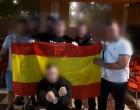 VIDEO: Vecinos de Tarragona quitan carteles independentistas tras ser colocados por separatistas<br><span style='color:#006EAF;font-size:12px;'>Jóvenes de Tarragona defienden la UNIDAD NACIONAL</span>