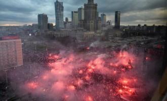 Un español abrió la marcha de la independencia de Polonia este 11 N<br><span style='color:#006EAF;font-size:12px;'>Manuel Canduela, presidente de DN</span>