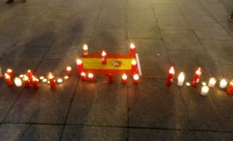 Acto de condena en Zaragoza por el asesinato de Víctor Laínez por un militante de extrema izquierda.<br><span style='color:#006EAF;font-size:12px;'>Contra la violencia de ultra-izquierda.</span>