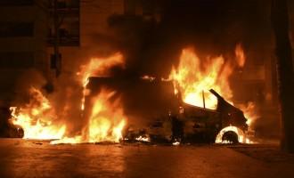 Francia: terror multicultural en Nochevieja<br><span style='color:#006EAF;font-size:12px;'>PATEAN A UNA MUJER POLICÍA EN EL SUELO</span>
