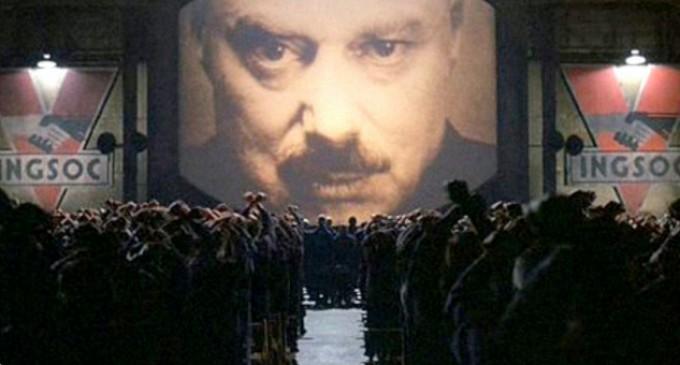 España, directa hacia la dictadura masónico-globalista<br><span style='color:#006EAF;font-size:12px;'>RADIO AQUÍ LA VOZ DE EUROPA</span>
