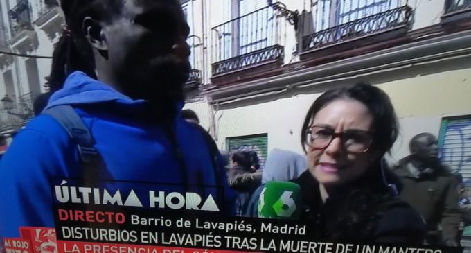 """""""Blancos hijos de puta, españoles hijos de puta""""<br><span style='color:#006EAF;font-size:12px;'>BANDAS DE INMIGRANTES APROVECHAN CAOS EN LAVAPIES PARA ATEMORIZAR A VECINDARIO</span>"""