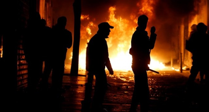 AUDIO: Hoy arde Lavapiés, mañana arderá toda España<br><span style='color:#006EAF;font-size:12px;'>RADIO AQUÍ LA VOZ DE EUROPA</span>