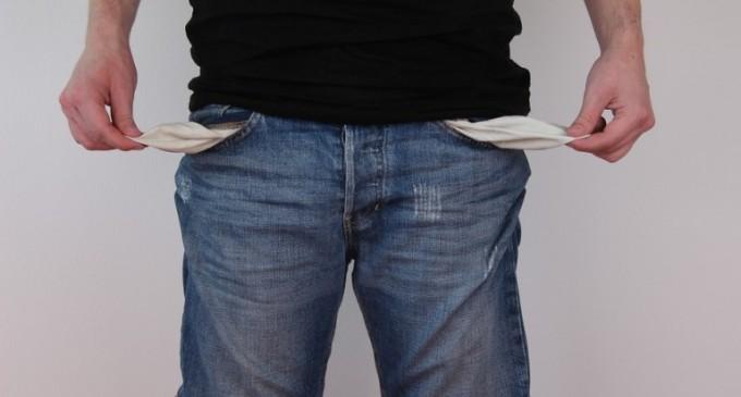 La riqueza media de los jóvenes cae de 63.400 a 3.000 euros en diez años<br><span style='color:#006EAF;font-size:12px;'>EL ANIQUILAMIENTO DEL PUEBLO ESPAÑOL, SIGUE EN MARCHA</span>