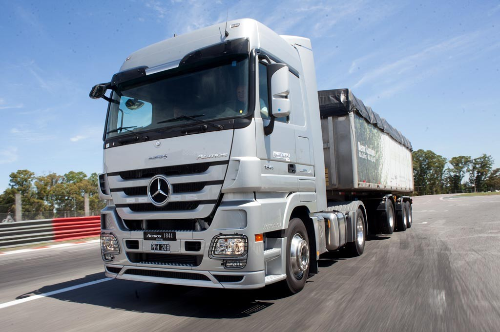 Camiones-Mercedes-Benz-2