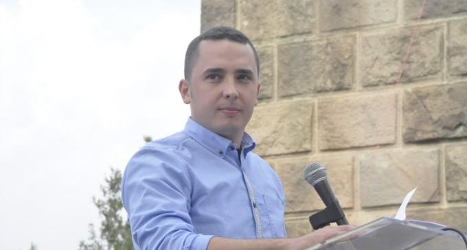 """Condenan a Pedro Chaparro a 1 año de cárcel por animar a """"pegar un capón, no muy violento""""<br><span style='color:#006EAF;font-size:12px;'>VICEPRESIDENTE DE DEMOCRACIA NACIONAL</span>"""