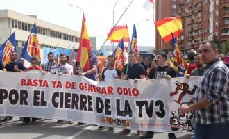 Crónica de la concentración frente a los estudios de TV3<br><span style='color:#006EAF;font-size:12px;'>TV3 DEBE SER CERRADA</span>