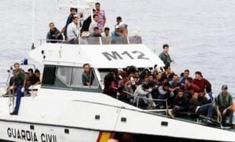 No estamos pagando a la Guardia Civil para que inunde España de inmigrantes<br><span style='color:#006EAF;font-size:12px;'>CÓMPLICES DE LA INVASIÓN</span>
