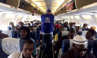 """""""Los nigerianos de Ceuta, son traídos en avión desde Lagos a una base naval marroquí próxima a Tánger""""<br><span style='color:#006EAF;font-size:12px;'>EL BLOG ELADIOFERNANDEZ</span>"""