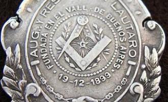 Sobre el triunfo de la masonería o el placentero regodeo de los marranos<br><span style='color:#006EAF;font-size:12px;'>POR OMAR PARDO</span>