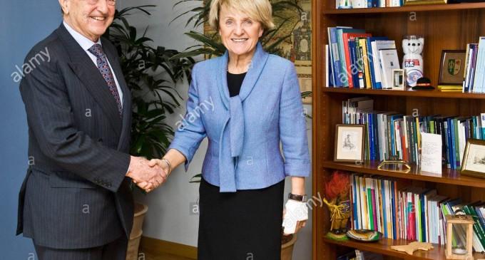 Eurodiputada polaca revela los planes de Soros y de la UE para España<br><span style='color:#006EAF;font-size:12px;'>LA UE CONTRA ESPAÑA</span>