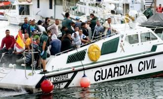 El gobierno admite estar desbordado por los inmigrantes irregulares y se prepara para grandes llegadas<br><span style='color:#006EAF;font-size:12px;'>NUEVA INVASIÓN A LA VISTA</span>