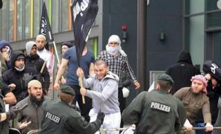 Detienen a tres refugiados iraquíes que preparaban un atentado terrorista en Alemania<br><span style='color:#006EAF;font-size:12px;'>LOS MUSULMANES DEBEN REGRESAR A SUS PAÍSES</span>