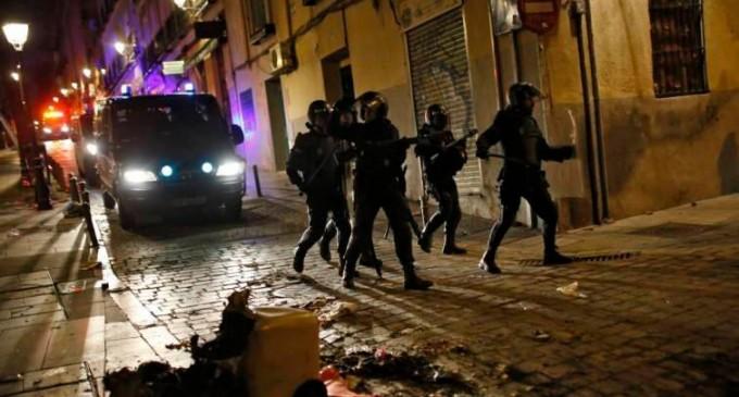 Batalla campal en Lavapiés entre senegaleses y argelinos<br><span style='color:#006EAF;font-size:12px;'>DISPAROS, NAVAJAZOS Y HERIDOS</span>