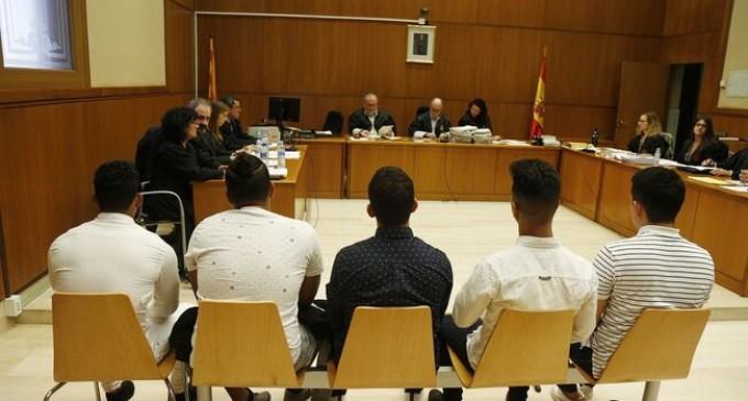 """Seis jóvenes se sientan en el banquillo por abusar por """"turnos"""" de una menor en Manresa<br><span style='color:#006EAF;font-size:12px;'>¿INMIGRANTES O ESPAÑOLES?</span>"""