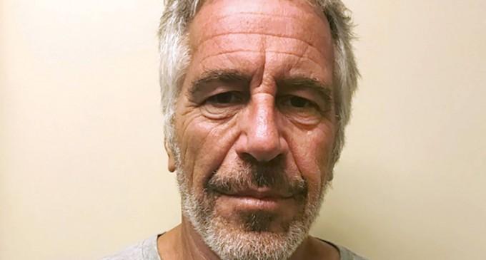 Aparece muerto en su celda Jeffrey Epstein, acusado de formar una trama de pederastia para las élites<br><span style='color:#006EAF;font-size:12px;'>¿SUICIDIO O ASESINATO?</span>