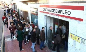 Uno de cada dos jóvenes, fuera del mercado laboral hasta los 30 años<br><span style='color:#006EAF;font-size:12px;'>EL PARO JUVENIL NO REMITE</span>