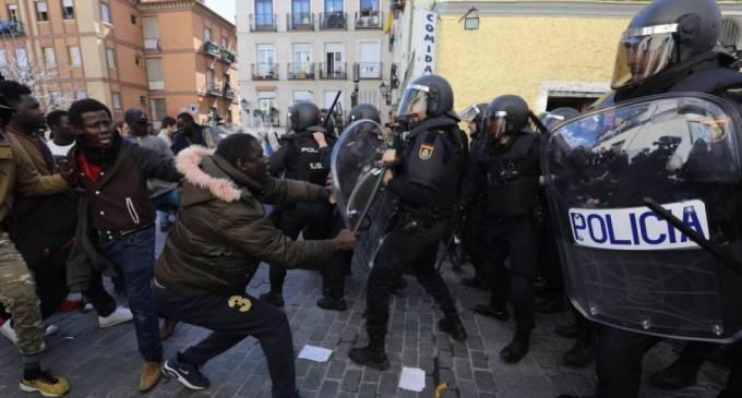 Madrid blinda Lavapiés con antidisturbios hasta finales de noviembre<br><span style='color:#006EAF;font-size:12px;'>LAS BONDADES DEL MULTICULTURALISMO</span>