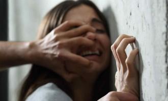 Detenidos cuatro menas por abusar de chicas menores de edad en Pamplona<br><span style='color:#006EAF;font-size:12px;'>Magrebíes atacan con destornillador a joven por proteger a chica en Barcelona</span>